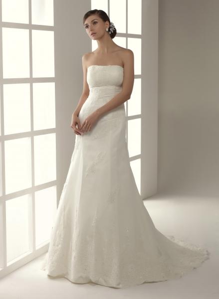innovias | vestido de novia abadía de corte recto en plumeti y