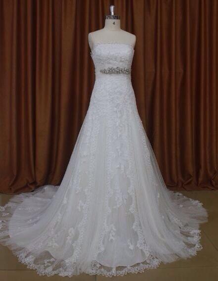 63d63b1fc Espectacular vestido de novia con corte A y encaje de guipur para conseguir  el estilo más hippie chic con un vestido de novia de alta costura low cost  de ...