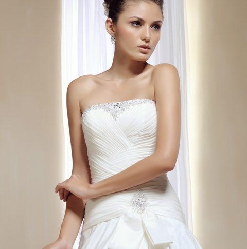 escote-vestido-novia-Aequitas-480x485 Estilo Clasico Innovias - Venta Outlet