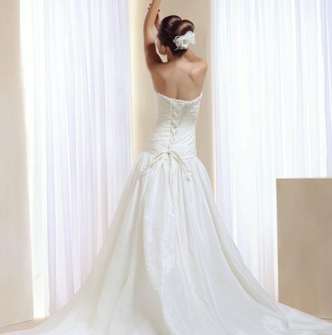 espalda-vestido-novia-Aequitas-480x485 Estilo Clasico Innovias - Venta Outlet
